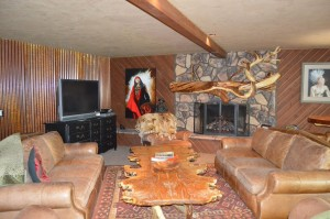 Vacation rental cabin sleeps large groups