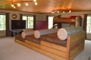 Movie theater in amazing cabin for rent in Pinetop